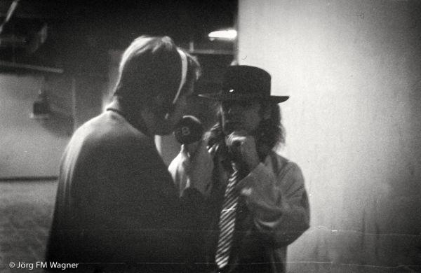 Jürgen Jürgens interviewt Udo Lindenberg in den Kellergängen der Deutschlandhalle während des Konzerts für Berlin