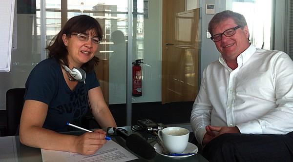 Vera Linß mit dapd-Chefredakteur Cord Dreyer