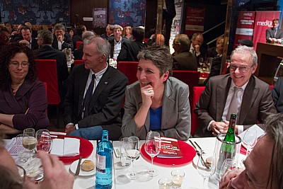 taz-Chefin Ines Pohl (2. von rechts) buhte für diesen Satz Wolf Schneider aus