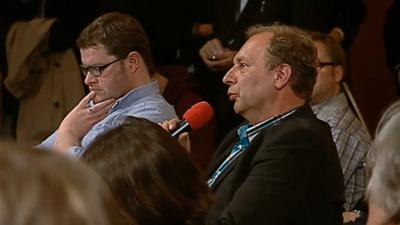 Medienjournalist Werner Lange während der WDR-PK