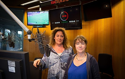 Ulrike Simon und Vera Linß im radioeins-Sendestudio