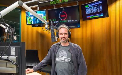 Rainer Suckow im radioeins-Sendestudio