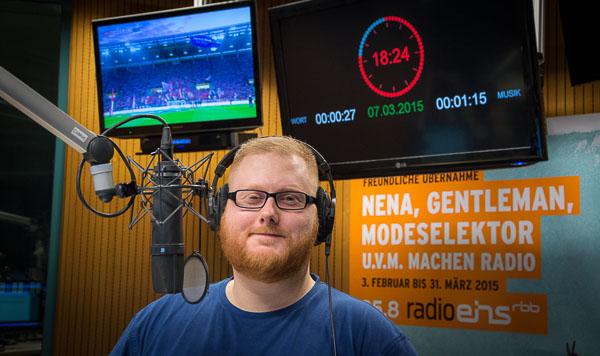 Sebastian Pertsch im radioeins-Sendestudio