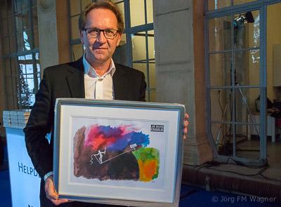 Der dänische Karikaturist Kurt Westergaard schickt Kopien seiner Zeichnung als Gruß für die M100-Teilnehmer