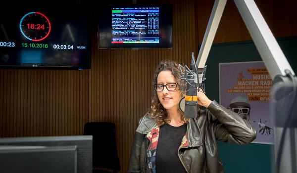 Sonja Peteranderl im radioeins-Studio