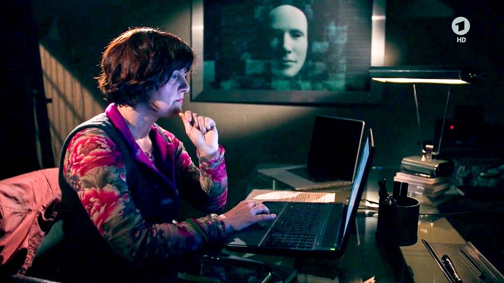 """Annette Dittert in der Reportage: """"Das Darknet - Eine Reise in die digitale Unterwelt"""""""