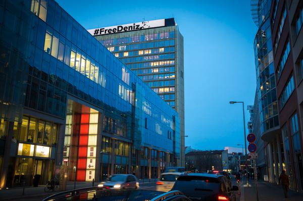 #FreeDeniz - Springer-Verlagsgebäude in Berlin | Foto: © Jörg Wagner