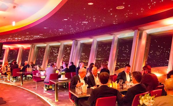 Café/Restaurant in 207 Meter Höhe | Foto: © Jörg Wagner