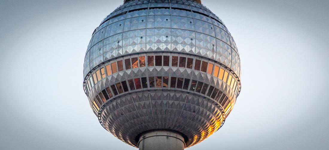 Kuppel des Berliner Fernsehturms am Vorabend der Umschaltung auf DVB-T2 HD | Foto: © Jörg Wagner