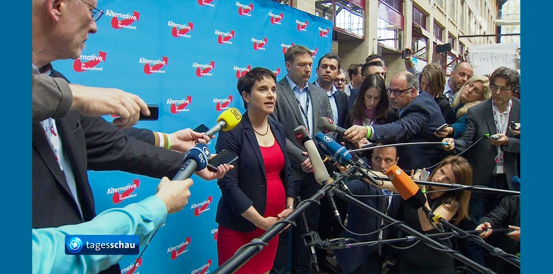 AfD-Bundesvorsitzende Frauke Petry vor der Presse im Tagungshotel im öffentlichen Bereich | Screenshot: © ARD aktuell