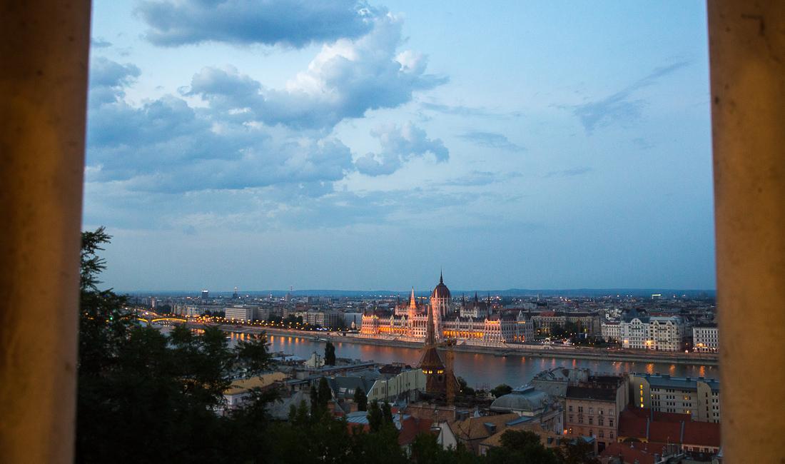 Blick von der Fischerbastei auf die Donau mit dem Parlamentsgebäude | Foto: © Jörg Wagner