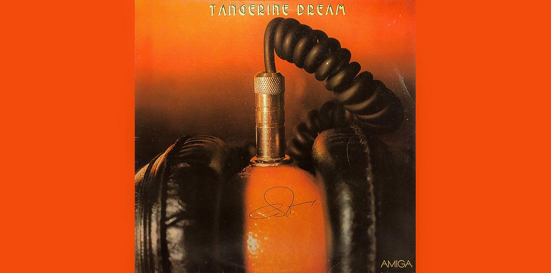 Autogramm von Edgar Froese auf dem AMIGA-Plattencover zum DT64-Konzert am 31.08.1980 im Palast der Republik | Cover-Gestaltung und Foto: Bernd Scheubert