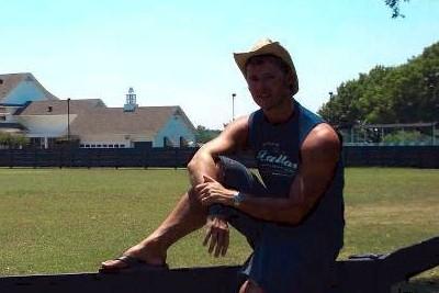 Guido Meyer vor der Southfork-Ranch